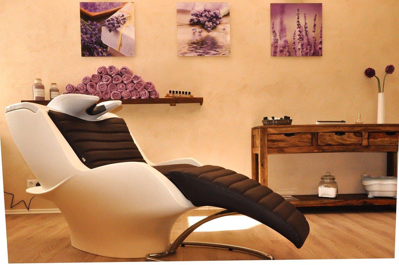Quel rôle joue le mobilier coiffuredans un salon chaleureux ?